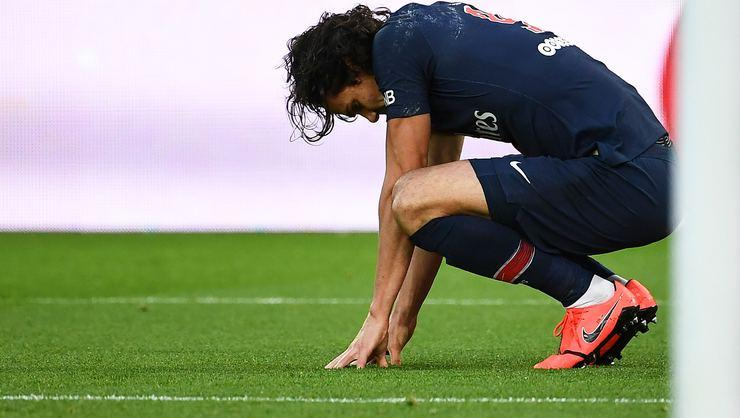 Paris Saint Germain'de Edinson Cavani şoku!